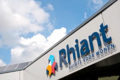 Rhiant en Wocozon voorzien 100e huurwoning van zonnepanelen