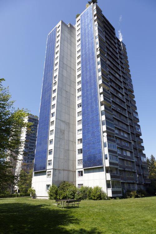 zonnepanelen op zijkant flatgebouwen